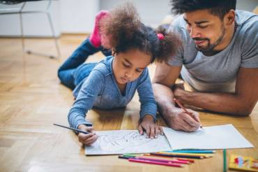 Expert's Tips to Foster Creative Thinking in Your Kids
